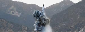 Die nordkoreanische Nachrichtenagentur KCNA veröffentlichte dieses Bild über den jüngsten Raketentest des Landes.
