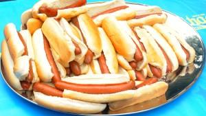 Hotdogs aus der Sofaritze