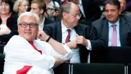 Früher vereint, jetzt steht Frank-Walter Steinmeier alleine da