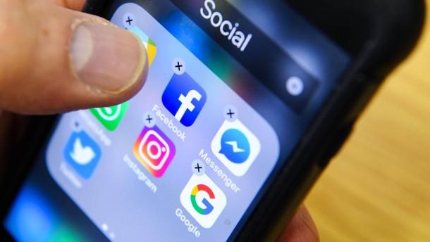 Fast jeder zweite deutsche Social-Media-Nutzer denkt über Abmeldung nach