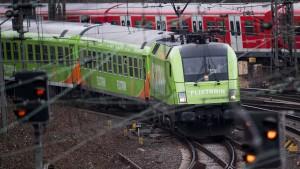 Wer den Preisvergleich zwischen Bus und Bahn gewinnt