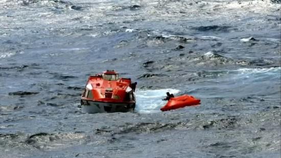 Kreuzfahrtschiff rettet Schiffbrüchige