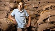 Steffen Schwarz hat sein Leben dem Kaffee verschrieben – und gemeinsam mit seiner Frau eine ganze Unternehmensgruppe gegründet.