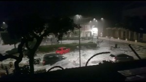 Amateurvideo zeigt Wassermassen