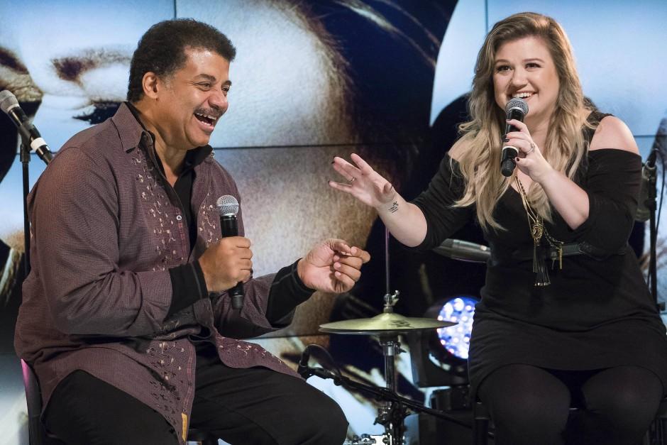 Der Astrophysiker Neil deGrasse Tyson diskutiert mit Sängerin Kelly Clarkson den Sinn des Lebens - und mag dennoch keine Philosophie.