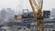 Kran des britischen Baukonzerns Carillion auf einer Baustelle mitten in London