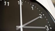 Um 3 Uhr darf der Zeiger auf 2 Uhr zurückgedreht werden