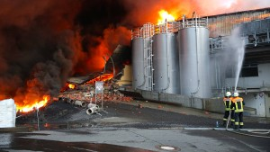 Brand in Lagerhalle verursacht Millionenschaden