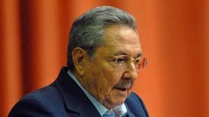 Castro begnadigt 2900 Häftlinge