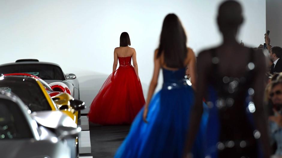 """Autos und Mode? """"Das gehört doch zusammen"""", meint Lauren nach der Schau. """"Es geht einfach um Schönheit."""""""