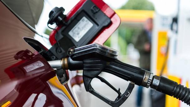 Benzinpreis rauf, Strompreis runter?