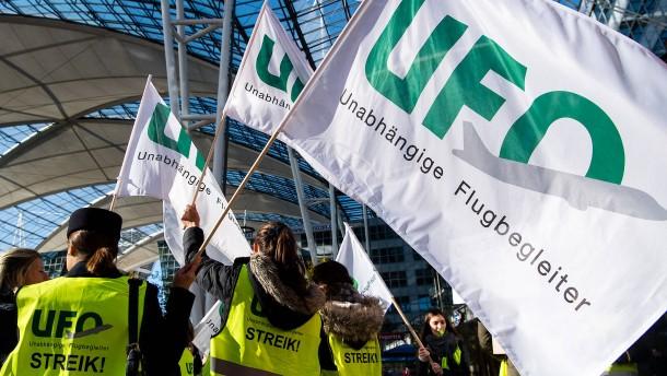 Streiks der Flugbegleiter trüben Jahreswende