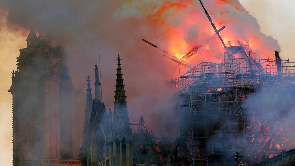 Notre-Dame im Abendlicht am Montag, den 15. April 2019