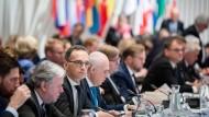 Außenminister Heiko Maas (SPD, 3.v.l.) am Freitag beim Treffen des Ministerkomitees des Europarats in Helsinki
