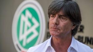 Löw weist Lahm-Kritik zurück