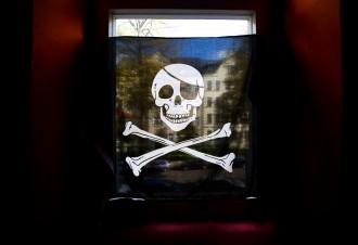 urteil in chemnitz piratenflagge im fenster darf bleiben gesellschaft faz. Black Bedroom Furniture Sets. Home Design Ideas