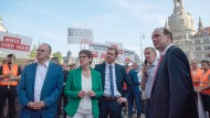 Unterschiedliche Blickwinkel: Die Ministerpräsidenten Haseloff (links) und Kretschmer (Mitte), Spitzenkandidat Senftleben (rechts) und die CDU-Vorsitzende Kramp-Karrenbauer