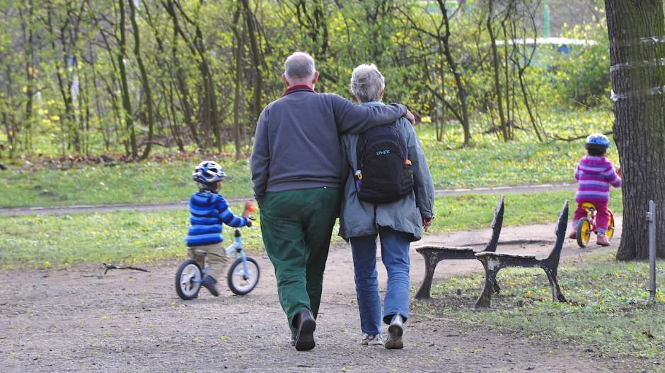 Wie geht das mit der Altersvorsorge, liebe Großeltern?