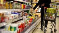 Umfrage: Supermärkte sollten abgelaufene Lebensmittel spenden müssen