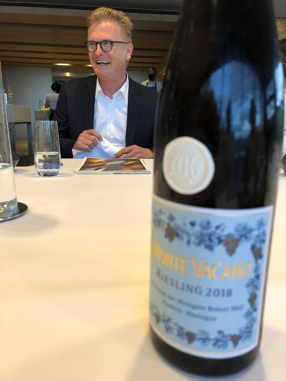 Wilhelm Weil vom Rheingauer Weingut Robert Weil präsentiert seinen neuen Spitzenriesling