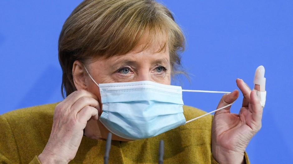 Angela Merkel bei einer Pressekonferenz zur Änderung des Infektionsschutzgesetzes am 13. April 2021.