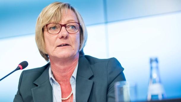 Die Finanzministerin von Baden- Württemberg will den Soli abschaffen