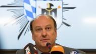 Zumindest er wusste, wovon er redet: Münchens Polizeipräsident Hubertus Andrä bei der nächtlichen Pressekonferenz