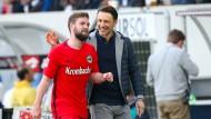 Starkes Comeback: Eintracht-Trainer Kovac ist von Stenderas Auftritt angetan.