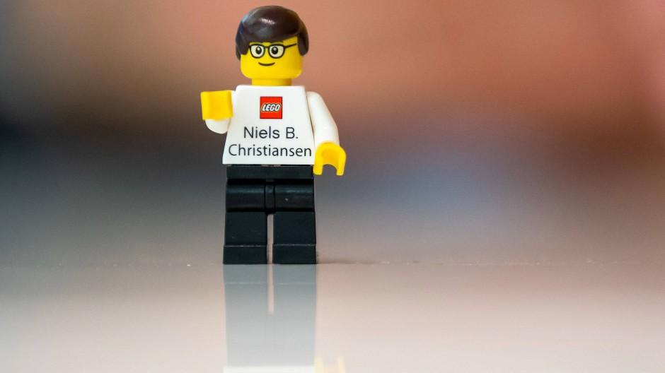 Gibt es in fast jedem Kinderzimmer –  ein Legomännchen.