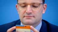 Jens Spahn mit einem aktuellen Organspendeausweis.
