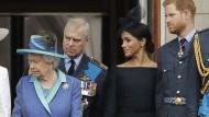 In jeder Generation gibt es die schillernden und die langweiligen Windsors: Elisabeth, Prinz Andrew, Meghan und Harry im Jahr 2018