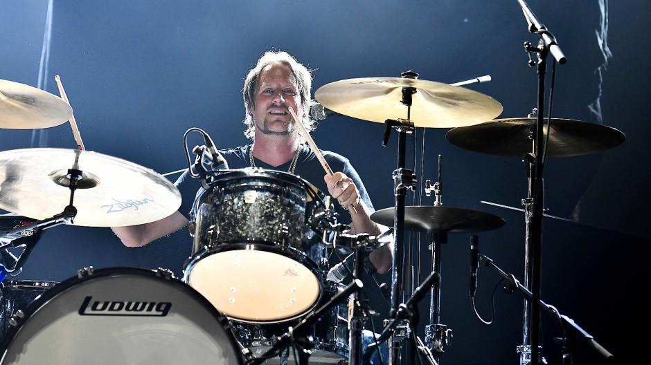Schlagzeuger Urban Berz von den New Roses schwankt zwischen Corona-Frust und Hoffnung.