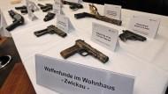 Die mutmaßlichen Terroristen waren schwer bewaffnet: Ihre Ausrüstung wird im Dezember in Karlsruhe präsentiert