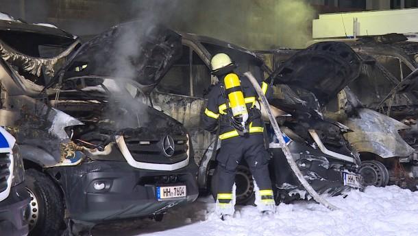 Polizeiautos in Hamburg ausgebrannt - Staatsschutz ermittelt