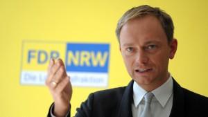 Lindner hievt FDP in NRW auf fünf Prozent