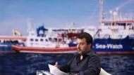 """Unnachgiebig: Salvini, hier in einer Fernsehsendung, verweigert dem Rettungsschiff """"Sea-Watch 3"""" die Einfahrt in den Hafen von Lampedusa."""