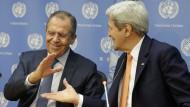 Der russische Außenminister Sergej Lawrow (links) und der amerikanische Außenminister John Kerry (rechts)