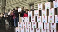 Für eine Volksabstimmung: Gegner der EU-Waffenrichtlinie sammelten im Januar Unterschriften.