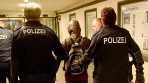 Schleswig-Holstein verhängt Abschiebestopp