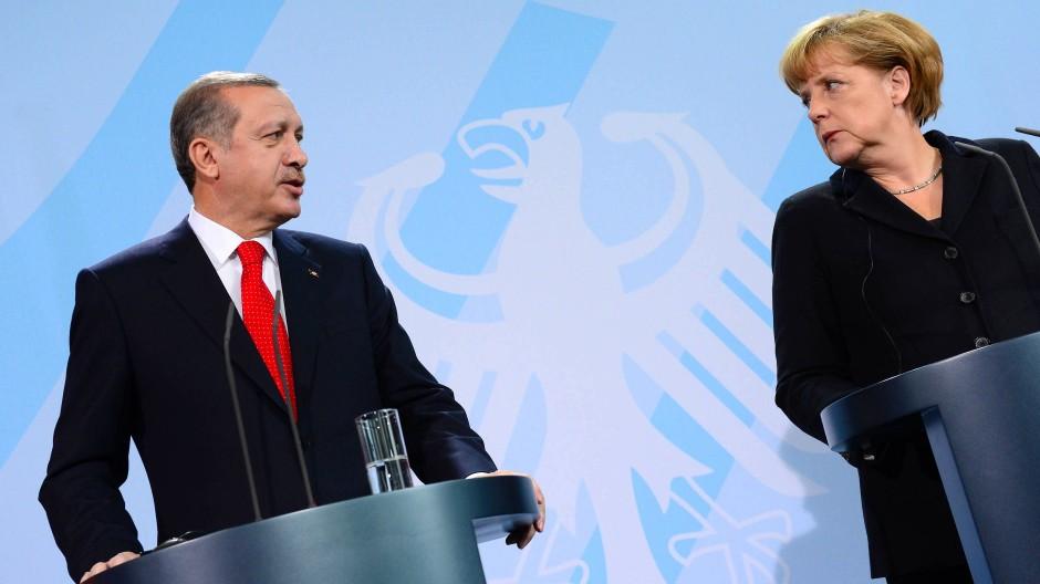 Recep Tayyip Erdogan und Angela Merkel bei einer gemeinsamen Pressekonferenz in Berlin im Jahr 2012.