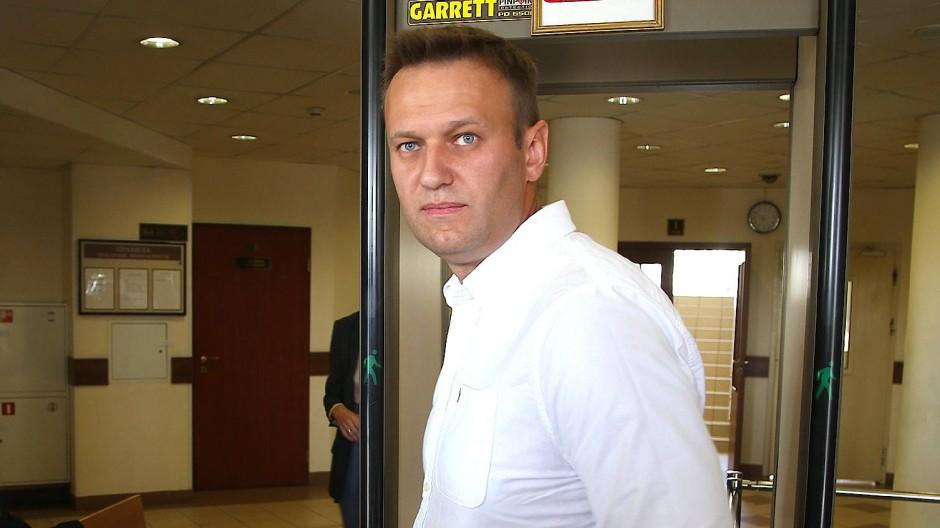 Der russische Blogger und Oppositionspolitiker Alexej Nawalny vor Gericht