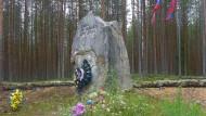 Sandarmoch: 1939 wurden hier mehr als 10.000 Menschen hingerichtet, angeblich sollen an gleicher Stelle die Überreste sowjetische Soldaten gefunden worden sein.