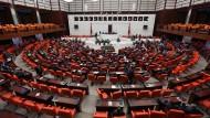 Müssen dem Gesetz noch zustimmen: die Abgeordneten im türkischen Parlament in Ankara.