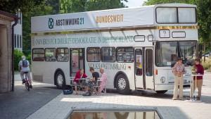 Mit dem Bus zur Sozialen Plastik