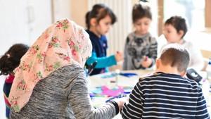 Muslimische Erzieherin darf in Kita Kopftuch tragen