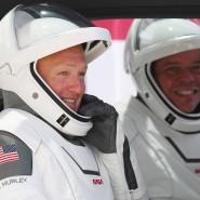 Die amerikanischen Astronauten Robert Behnken (rechts) und Douglas Hurley vor ihrem Start mit einer SpaceX-Rakete zur ISS.