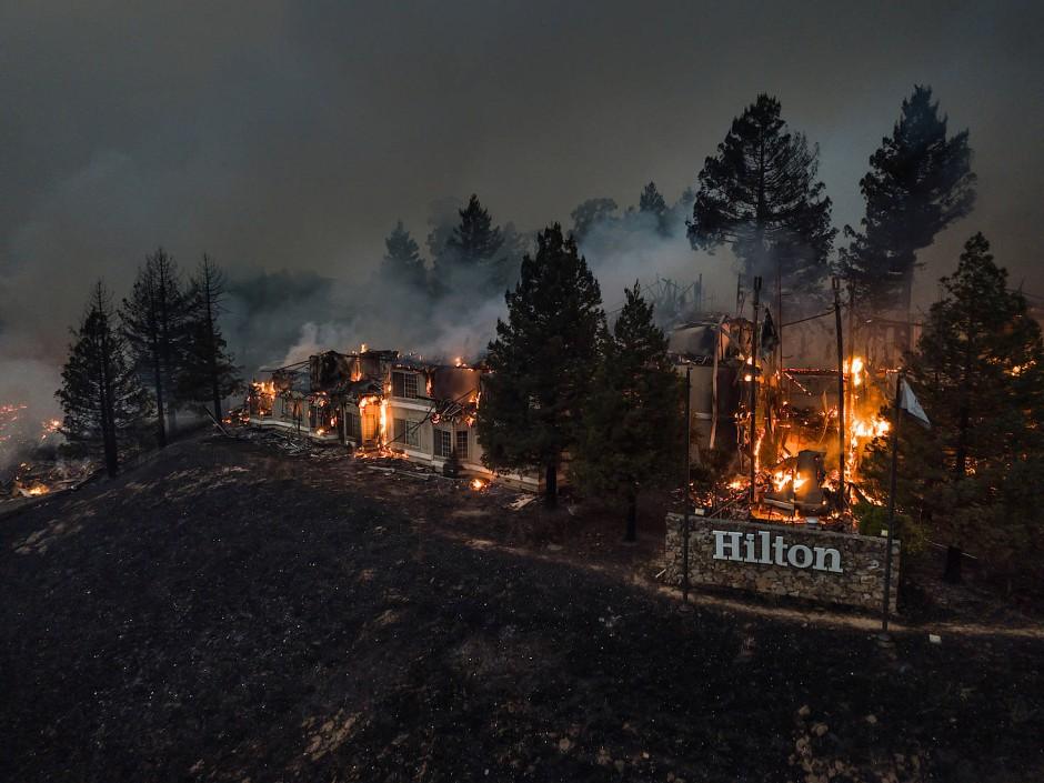 Mehr als 1500 Gebäude, darunter ein Riesensupermarkt und ein Luxushotel, fielen den Bränden zum Opfer.