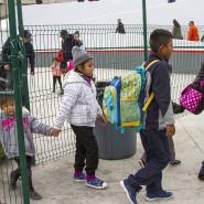 Migranten überqueren die Grenze in die Vereinigten Staaten.