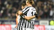 Einträchtig: Alexander Meier (rechts) und Ante Rebic nach dessen Tor zum 2:0 gegen Darmstadt