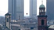 Ein Mann, ein Seil, eine halbe Million Bewunderer: Philippe Petit bei der 1.200-Jahr-Feier der Stadt Frankfurt